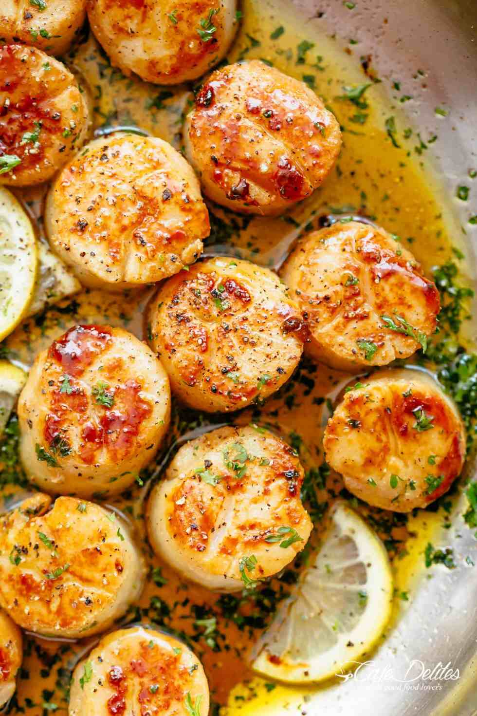 Homemade Lemon Garlic Butter Scallops are cheaper than going out to a restaurant and just as good as chef made scallops | cafedelites.com