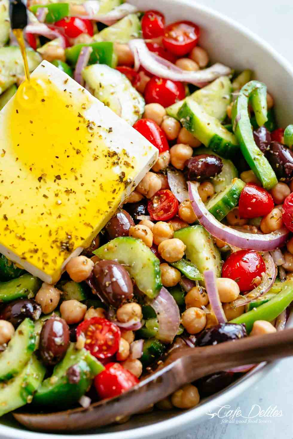 GreekChickpeaSalad is healthy and filling! | cafedelites.com