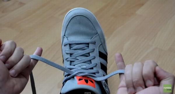 ASTUCE] Faites vos lacets en 2 secondes !
