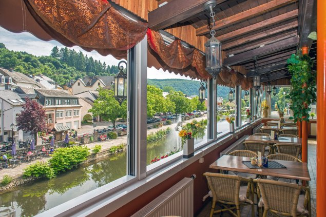 Illustration: photo of the view one can have while having dinner in Café Du Pont.