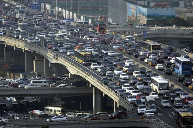 Tính đến năm 2012, Malaysia áp dụng phí sử dụng đường bộ thu theo đầu phương tiện.