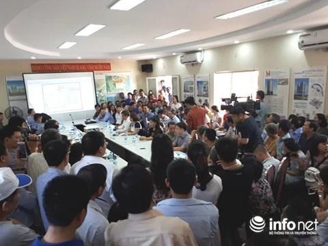 Quang cảnh cuộc đối thoại giữa cư dân Khu Đoàn ngoại giao thuộc phường Xuân Tảo (quận Bắc Từ Liêm, Hà Nội) với chủ đầu tư là Tổng công ty Xây dựng Hà Nội - Công ty Cổ phần (Hancorp) ngày 15/10. Ảnh: Minh Thư