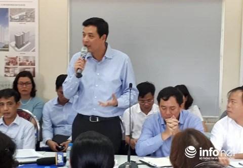 Ông Bùi Xuân Dũng, Chủ tịch HĐQT Hancorp trả lời cư dân tại buổi đối thoại. Ảnh: Minh Thư