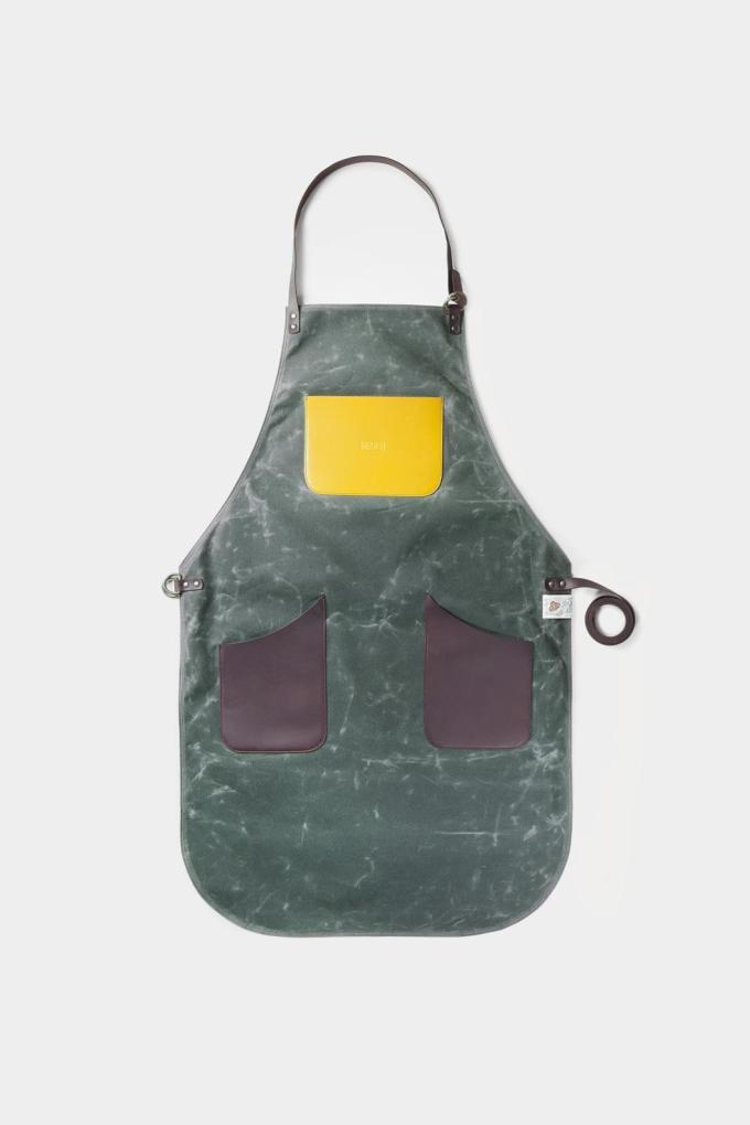 leather apron and canvas green handcrafted in Spain