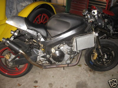 I always wondered what a naked Honda with side-mount radiators would look like...