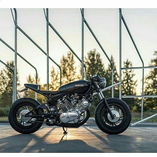 By@_jesse_yuen #virago . #caferacer #caferacers #caferacersofinstagram #caferacersculture #caferacerbuilds #vintage #vintagestyle #vintagefashion #motocycle #moto #motos #motorcycles #oldstyle #oldschool #bratstyle #motorbike #motor #helmet