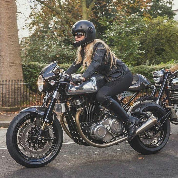 @gentlemansride, London | 📷 Photo by @mjstudio_uk . #gentlemansride #caferacer #caferacers #caferacerstyle #caferacersculture #caferacerbuilds #vintage #vintagestyle #vintagefashion #motocycle #moto #motos #motorcycles #oldstyle #oldschool #bratstyle #motorbike #motor #helmet