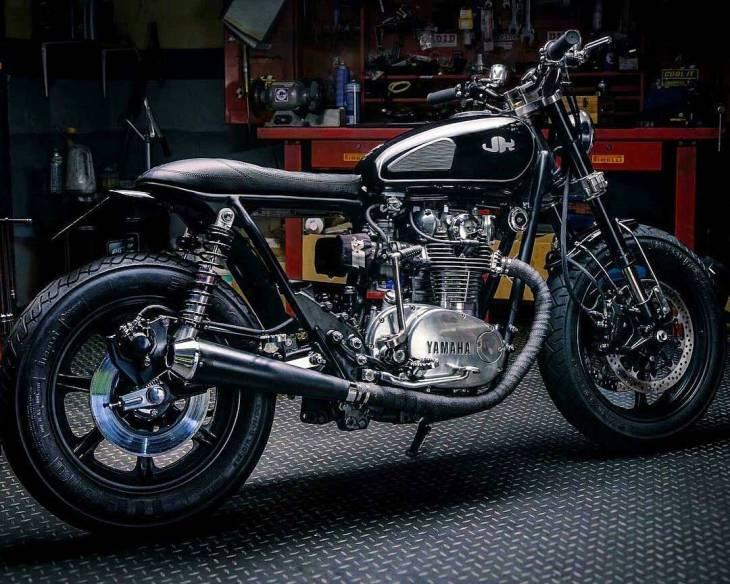 1979 #Yamaha XS650 by JeriKan Motorcycles @jerikanmc . #caferacer #caferacers #caferacerstyle #caferacersculture #caferacerbuilds #vintage #vintagestyle #vintagefashion #motocycle #moto #motos #motorcycles #oldstyle #oldschool #bratstyle #motorbike #motor #helmet