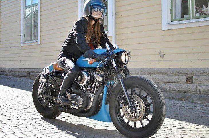 @littlebluestories on her baby-blue @federicomotors build . #harleydavidson #sportster #caferacer #caferacers #caferacerstyle #caferacersculture #caferacerbuilds #vintage #vintagestyle #vintagefashion #motocycle #moto #motos #motorcycles #oldstyle #oldschool #bratstyle #motorbike #motor #helmet