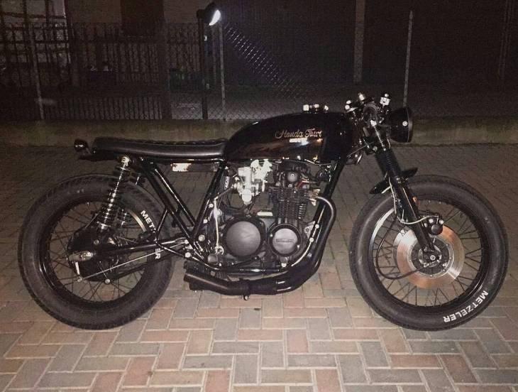 By @giannimatacena - The dark side of Betta🌚 . #caferacer #caferacers #caferacerstyle #caferacersculture #caferacerbuilds #vintage #vintagestyle #vintagefashion #motocycle #moto #motos #motorcycles #oldstyle #oldschool #bratstyle #motorbike #motor #helmet