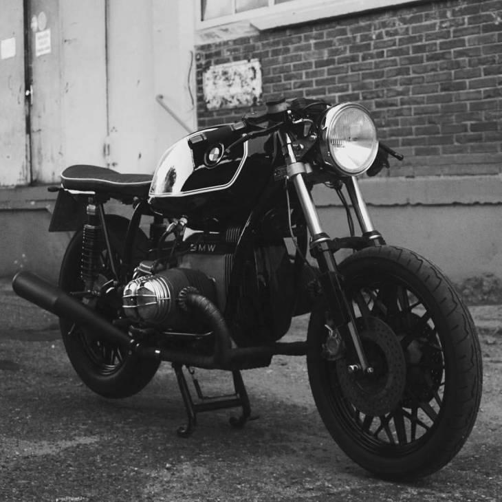By @ar.min_ - Ride your bike and enjoy life 🏍... Southside Cafe Racer ... 💀💀💀 . #caferacer #caferacers #caferacerstyle #caferacersculture #caferacerbuilds #vintage #vintagestyle #vintagefashion #motocycle #moto #motos #motorcycles #oldstyle #oldschool #bratstyle #motorbike #motor #helmet
