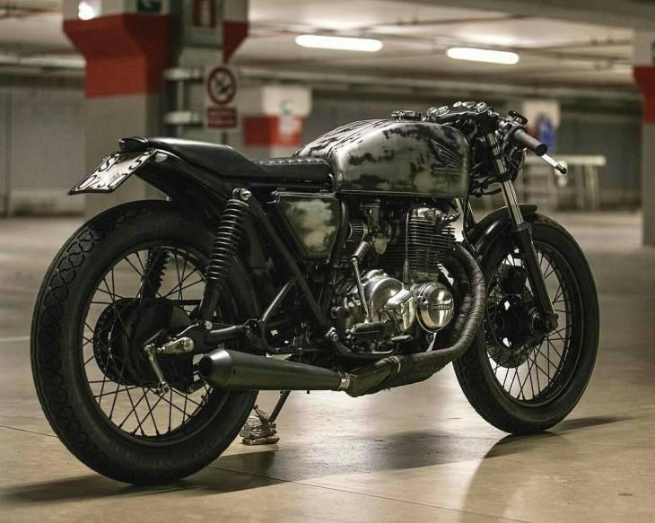 From @mat_giova -  Photo 📷 by: @danieleragazzini . #caferacer #caferacers #caferacerstyle #caferacersculture #caferacerbuilds #vintage #vintagestyle #vintagefashion #motocycle #moto #motos #motorcycles #oldstyle #oldschool #bratstyle #motorbike #motor #helmet