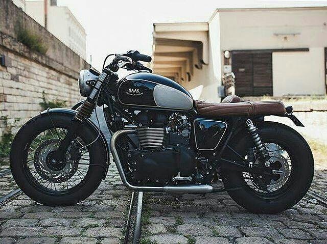 By @indian_customs -  Classic customize work done... . #caferacer #caferacers #caferacerstyle #caferacersculture #caferacerbuilds #vintage #vintagestyle #vintagefashion #motocycle #moto #motos #motorcycles #oldstyle #oldschool #bratstyle #motorbike #motor #helmet