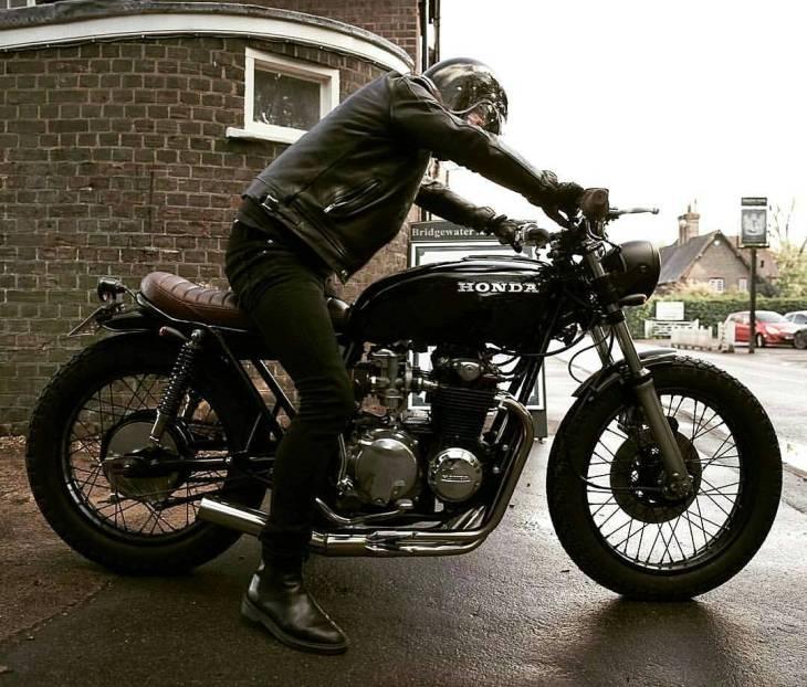 #CB550 by @blackhertscustomcycles .  #caferacer #caferacers #caferacerstyle #caferacersculture #caferacerbuilds #vintage #vintagestyle #vintagefashion #motocycle #moto #motos #motorcycles #oldstyle #oldschool #bratstyle #motorbike #motor #helmet