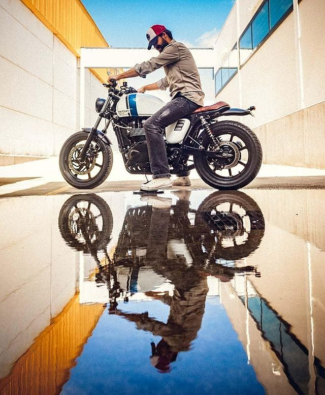 @ibarrapho on his Triumph Bonneville / 📷 By @sergioibarraphoto#caferacer