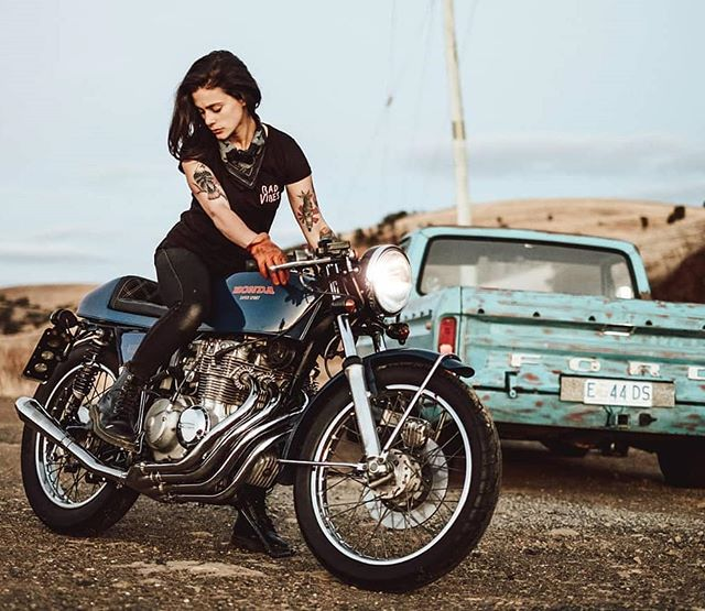 @katieabdilla on her Honda CB 400 : @jasonlphotos