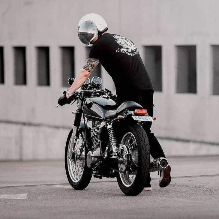 @therealdavidsoo with his Yamaha SR400 📷: @kodakwhat