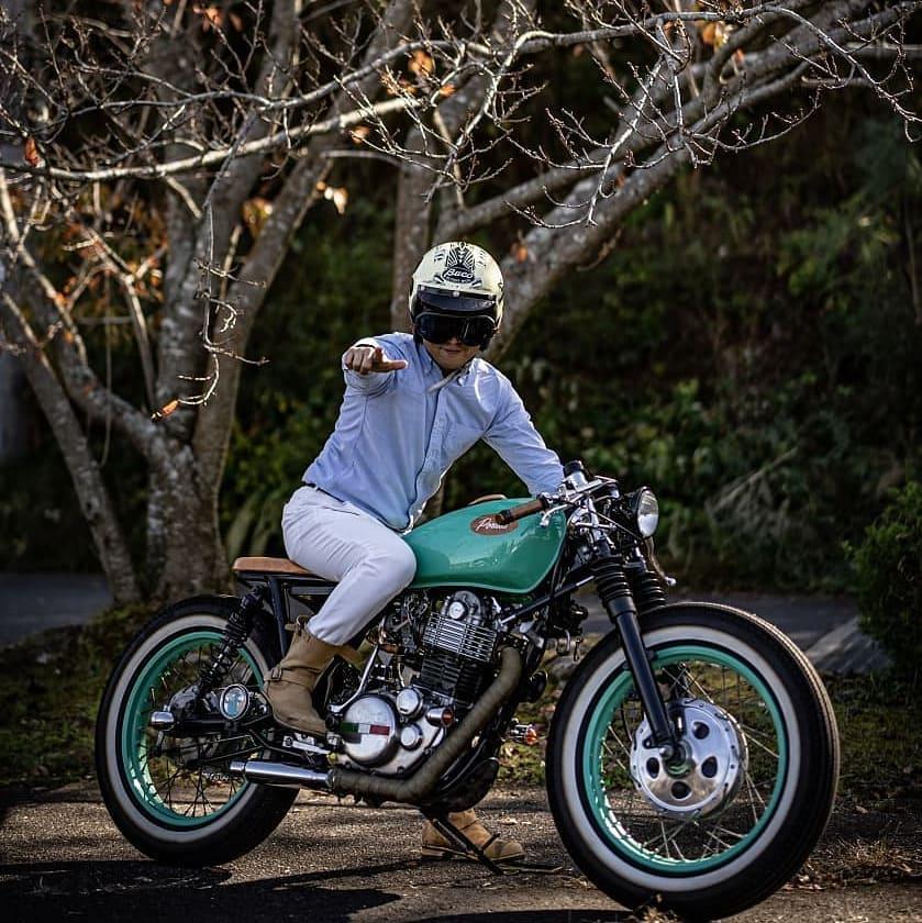 Yamaha SR400 by @porukashinichi#sr400#yamahasr400