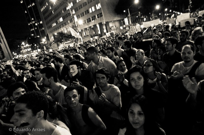 Crowd by Eduardo Fonseca Arraes