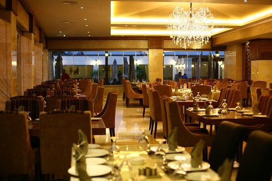 مطعم و كافيه زوار