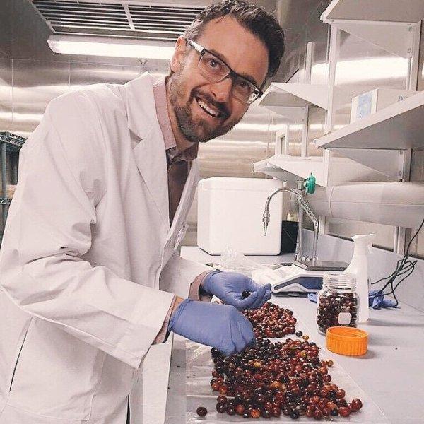 PHIL & SEBASTIAN 咖啡創辦人在咖啡實驗室裡