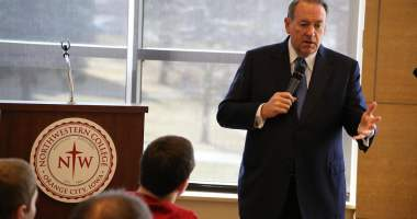 Mike Huckabee speaking at Northwestern College in Orange City, IA. Photo credit: Dave Davidson (Prezography.com)