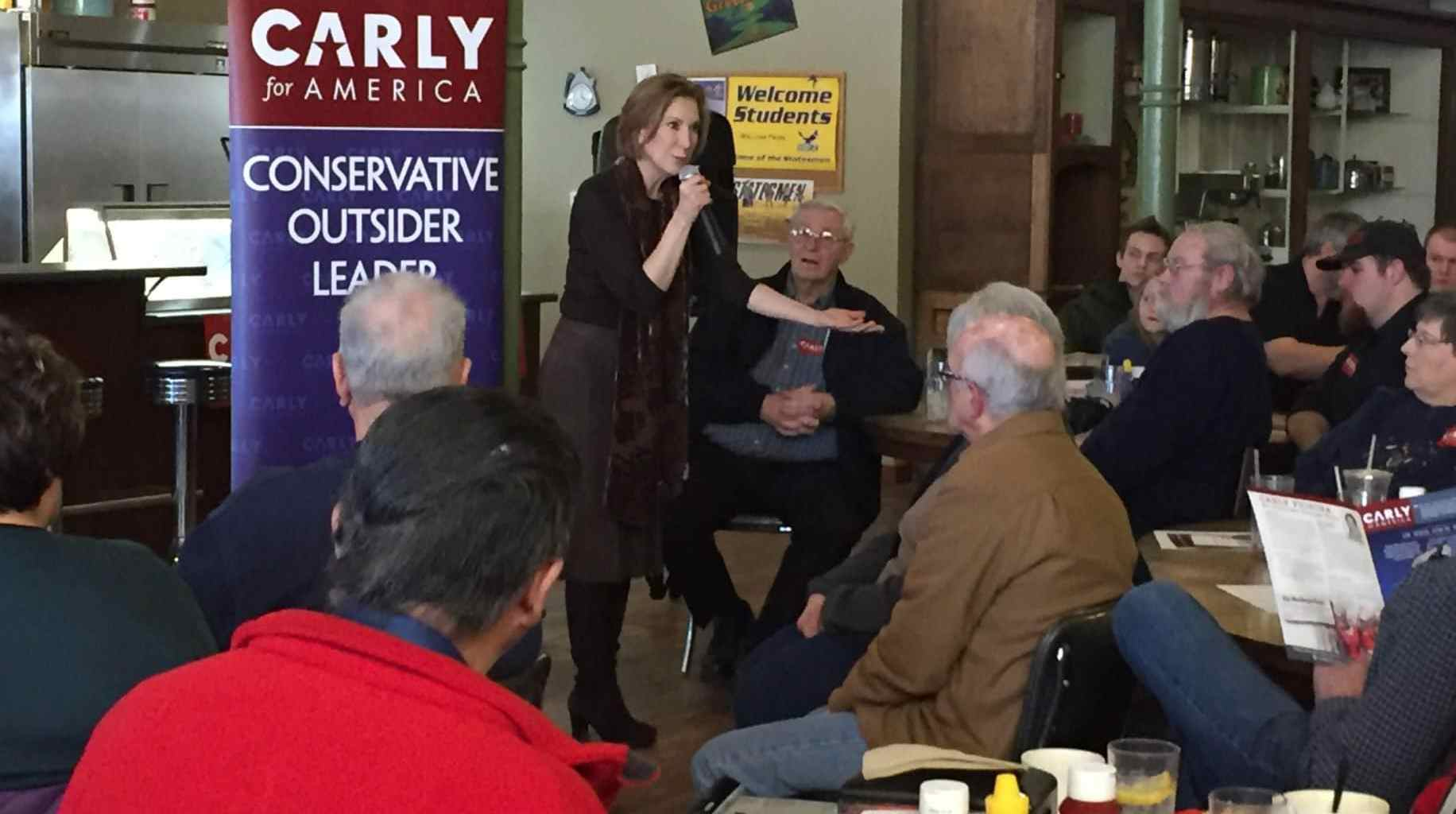 Carly Fiorina holds a town hall meeting at Smokey Row in Oskaloosa, IA.