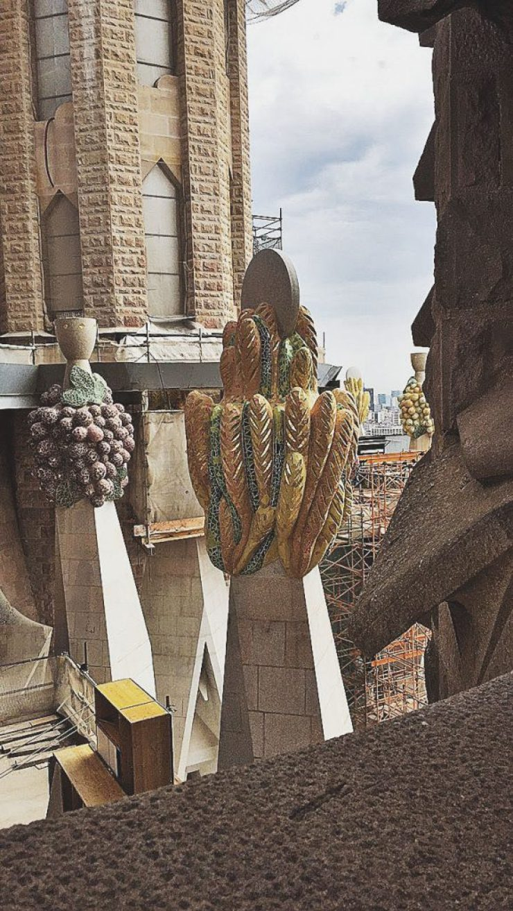 bread and wine motifs, barcelona, sagrada familia