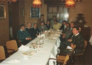 1984 Ristorante dal Bersagliere: da sinistra Franco Malinverno, Beppino Cantarelli, Angiolino (rist. La Capra), Roberto (rist. Bersagliere), Carlo (rist. Caminetto), Luciano e Nicola (pizzeria da Nicola), Antonio Santini (Rist. Dal Pescatore), Rino Botte (rist. Ceresole), Fulvio Torresani (rist. ), Vittorino (rist. La Pioppa)