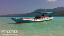Perahu dapat bersandar di tengah Gosongan karena laut pasang