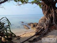Tempat ngadem di Pantai Batu Topeng
