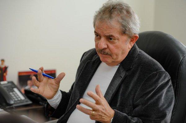 A queda na popularidade da atual presidente reforça o discurso daqueles que pregam a volta de Lula