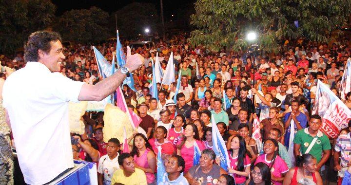 FOTO GILSON TEIXEIRA -  Lobão faz comício em São João dos Patos (1)