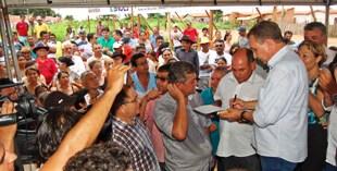 Foto 1 - Luis Fernando Silva assina OS em Lagoa Grande foto Jorge Ribeiro