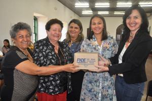 Foto 2 Escolas estaduais recebem livros