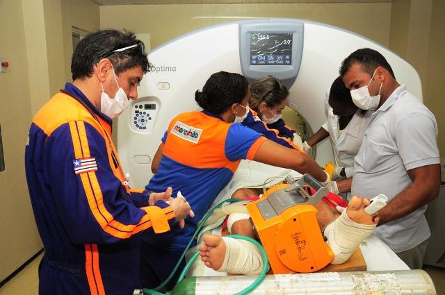 Foto 4 SES - vítimas do acidente em Bacuri são removidas  (Rogerio Azevedo foto Nestor Bezerra