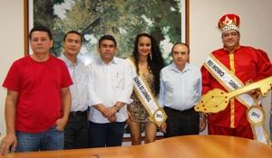 Foto 4 - carnaval em imperatriz - Concentra+º+úo dos blocos animada pela Jardineira na Pra+ºa Man+® Garrincha, em Imperatriz.