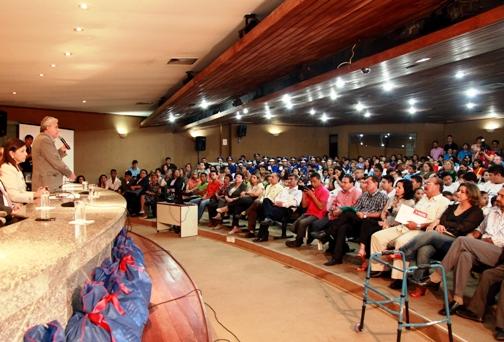 Foto 5 Governadora entrega kits escolares foto Geraldo Furtado[1]