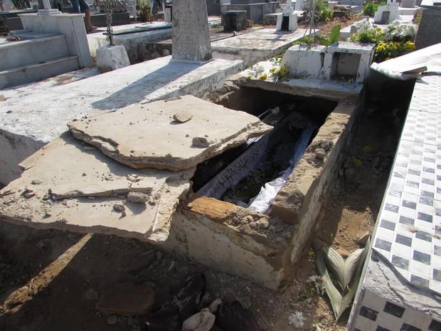 Túmulo de idosa foi violado e polícia investiga caso de necrofilia