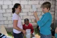 On the right, Jessica Toews, the organizer of the trip, on the left nurse Damaris Hassfeld.