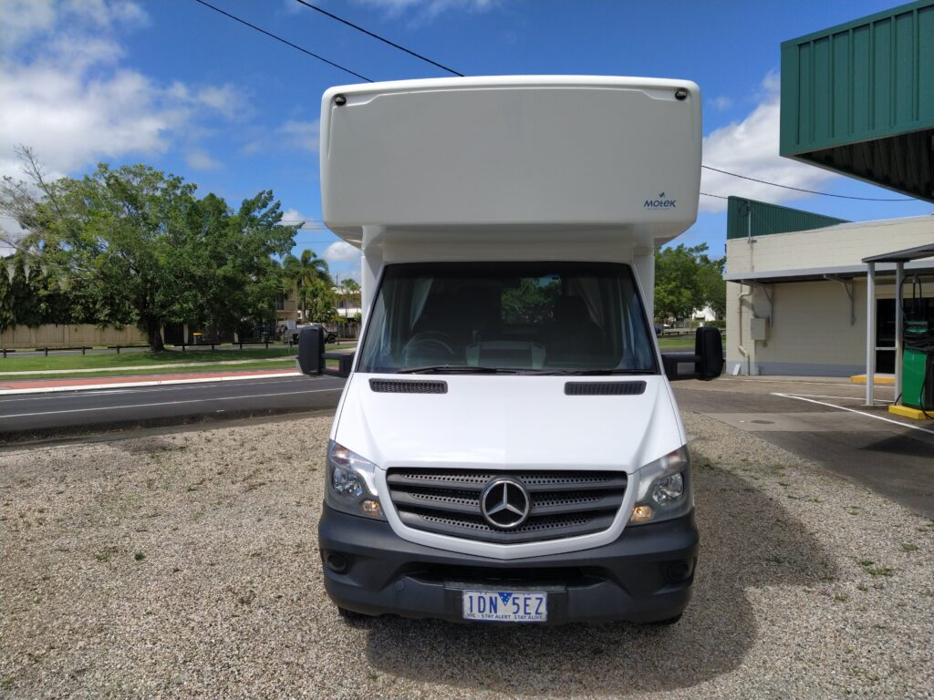 2014 KEA RETREAT MERCEDES M715 6 BERTH