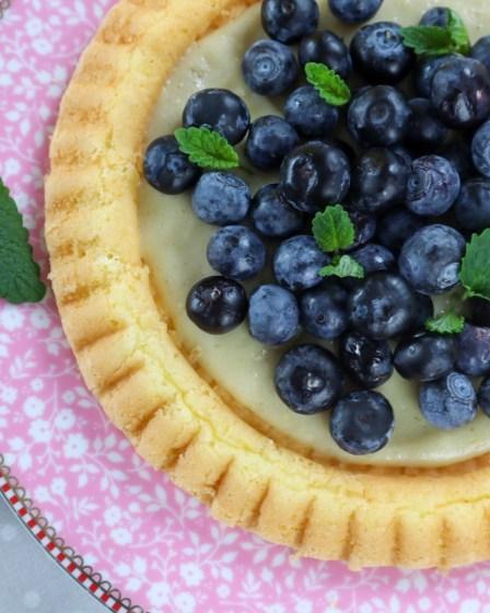 Blaubeerkuchen von Cake Confession mit Zitronenmelisse