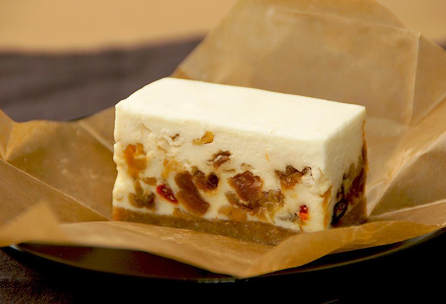 砂糖不使用ドライフルーツのレアチーズケーキ