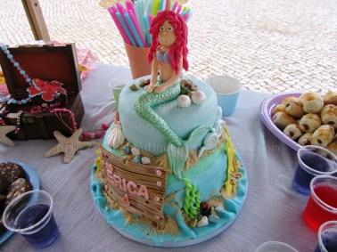Bolo e mesa Ariel