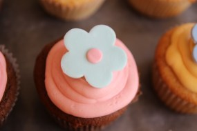 Fondant topped cupcakes