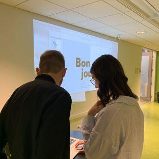 Plus tôt cette semaine, Rosalie et Nicolas ont donné une formation sur Facebook au Musée de l'ingéniosité J. Armand Bombardier.    Une belle occasion qui leur a permis de rencontrer plus de 50 personnes du milieu touristique et d'échanger sur les bonnes pratiques Facebook pour une PME ou un organisme! Car OUI, la gestion d'une Page professionnelle, c'est tout un art! 👨🎨👩🎨  Merci à Tourisme Val-Saint-François pour l'organisation de l'événement!