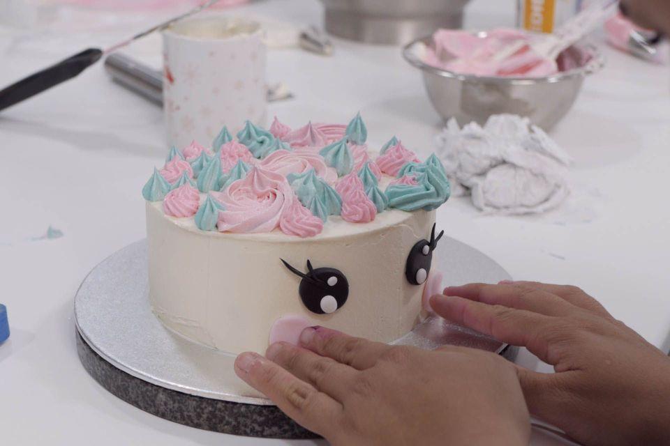 Decorando - curso de tarta de unicornio