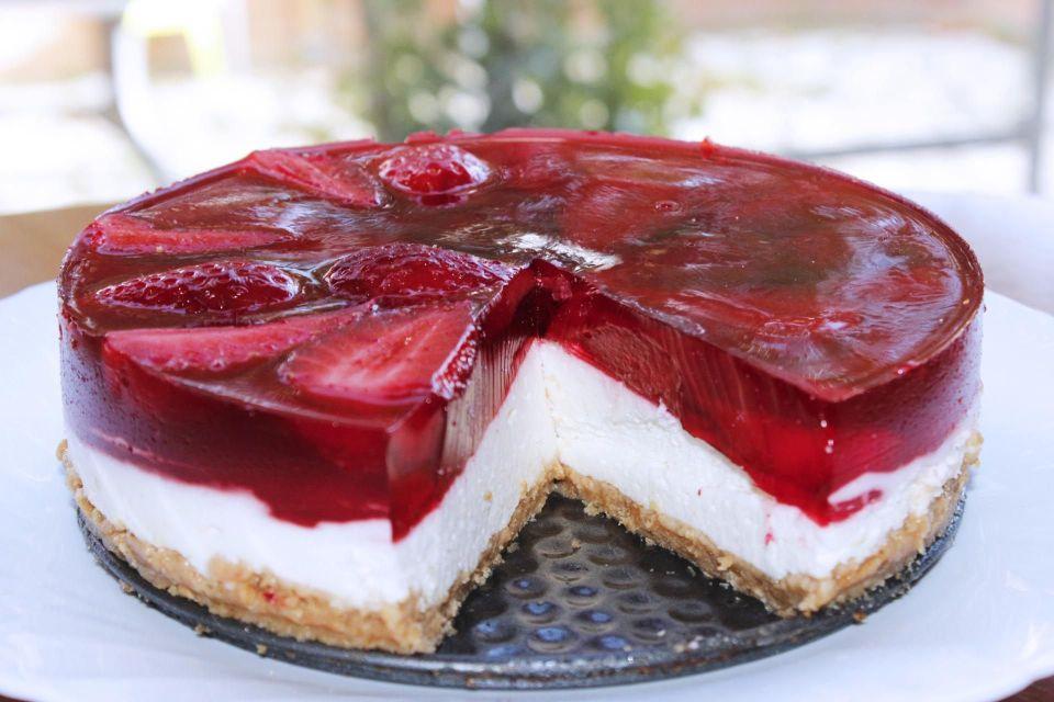 Cheesecake con gelatina de fresas sin horno