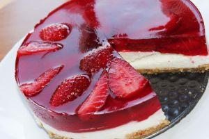 Cheesecake con gelatina de fresas
