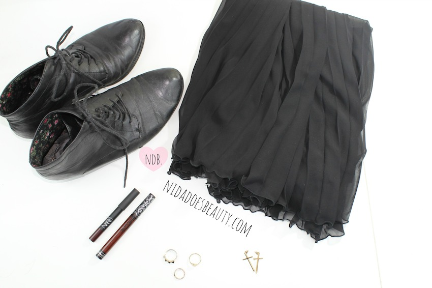 Fashion, Beauty, Lifestyle, A witchy fashion look, A witchy look, all black fashion, NARS Train Bleu, Kat Von D Vampira, Midi Rings